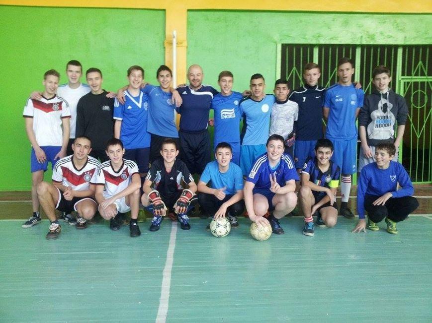 В Днепропетровске проходят бесплатные соревнования по мини-футболу для детей и молодёжи (ФОТО) (фото) - фото 1