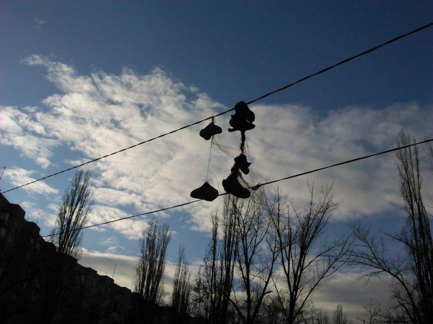 Одесский чудак сушит обувь на уличных проводах (ФОТО) (фото) - фото 1