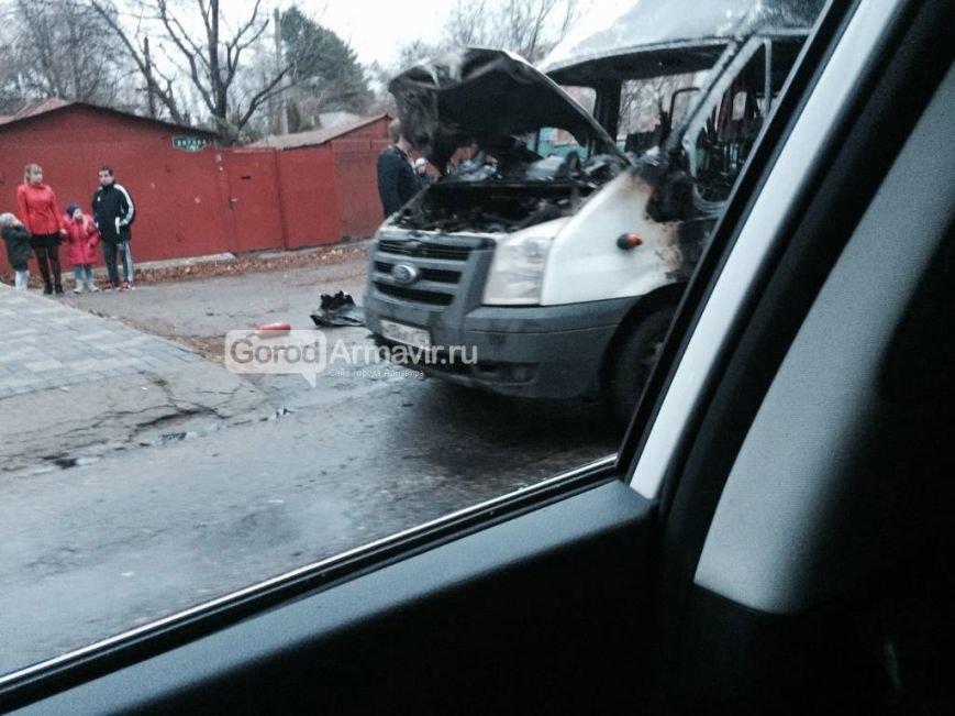 В Армавире произошло возгорание маршрутного такси (фото) - фото 1