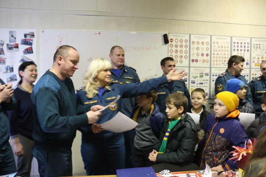 В Новой Москве учащиеся гимназии из Троицка уже поздравили спасателей ТиНАО с 25-летием МЧС (ФОТО), фото-3