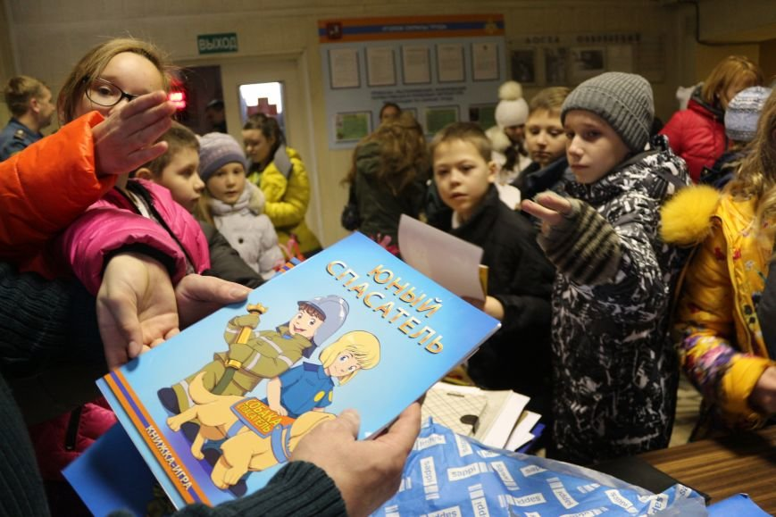 В Новой Москве учащиеся гимназии из Троицка уже поздравили спасателей ТиНАО с 25-летием МЧС (ФОТО), фото-4
