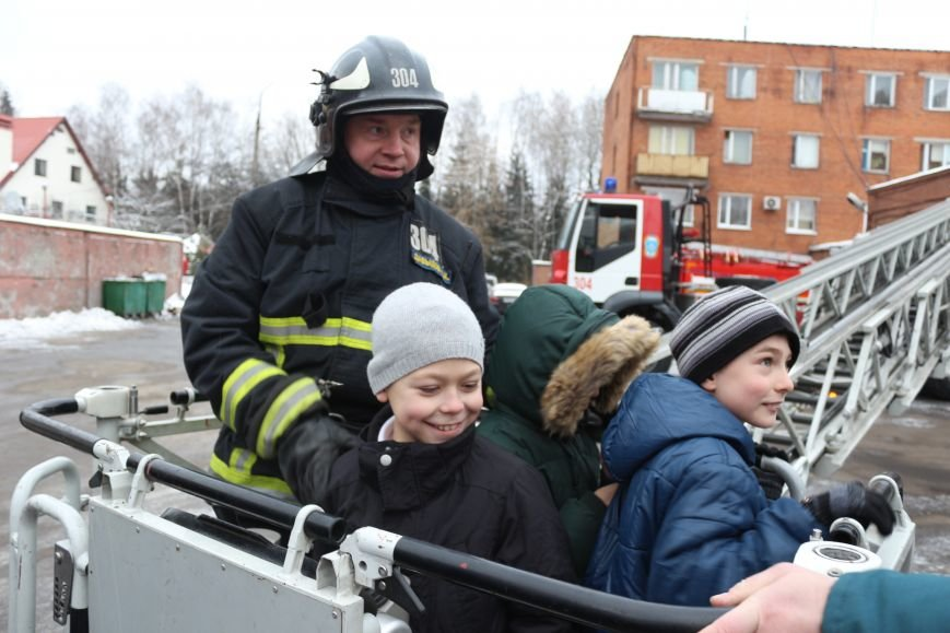 В Новой Москве учащиеся гимназии из Троицка уже поздравили спасателей ТиНАО с 25-летием МЧС (ФОТО), фото-2
