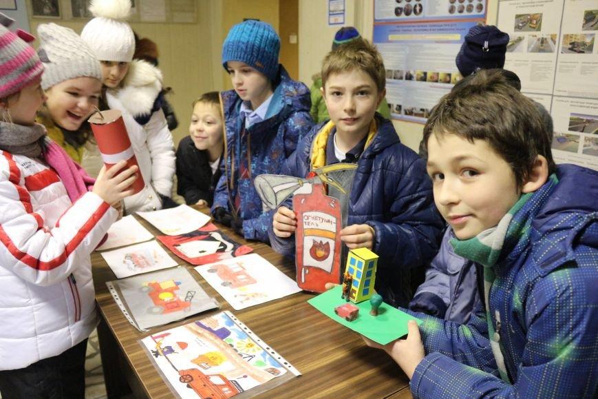 В Новой Москве учащиеся гимназии из Троицка уже поздравили спасателей ТиНАО с 25-летием МЧС (ФОТО), фото-1