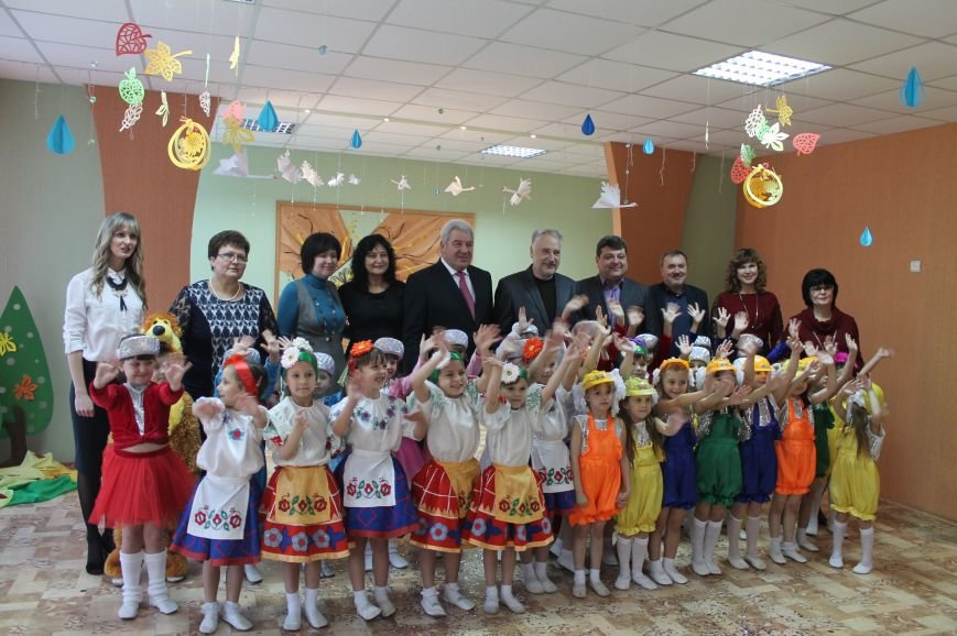 Рабочая поездка губернатора в Артемовск-Бахмут началась с посещения детских садов, фото-4