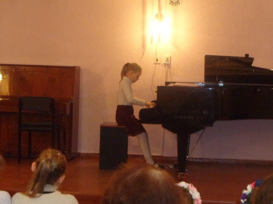 В Красноармейской музыкальной школе прошел яркий концерт, приуроченный ко Дню рождения Николая Леонтовича (фото) - фото 2