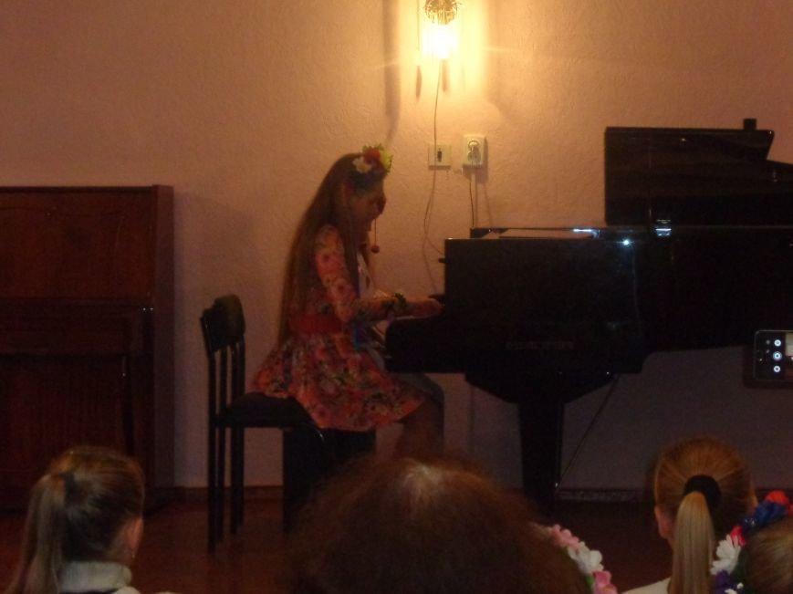 В Красноармейской музыкальной школе прошел яркий концерт, приуроченный ко Дню рождения Николая Леонтовича (фото) - фото 1
