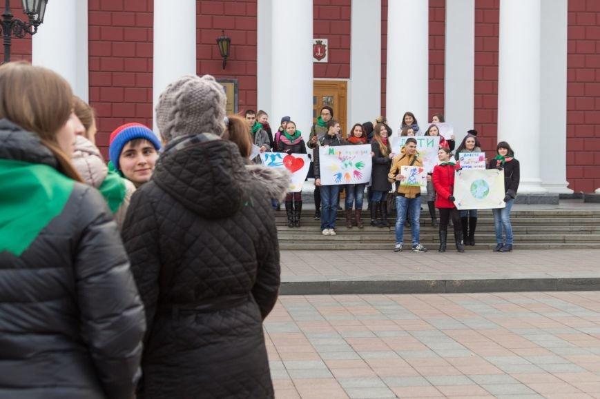 a68cfcab83eae14cdf95c6661b8a3935 В Одессе студенты-медики провели мирный митинг у мэрии в преддверии Международного дня инвалидов