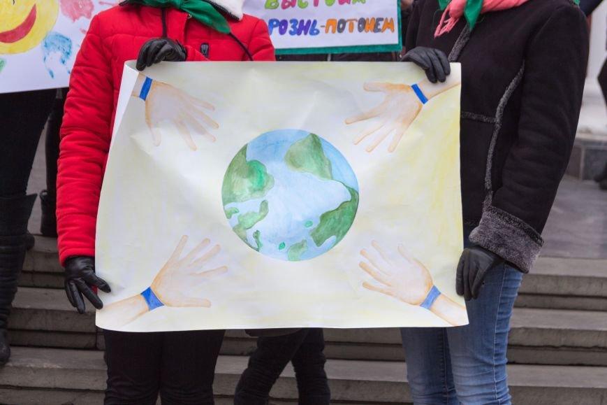 aadfe28dc7ad09a0a6c35af10d91575a В Одессе студенты-медики провели мирный митинг у мэрии в преддверии Международного дня инвалидов
