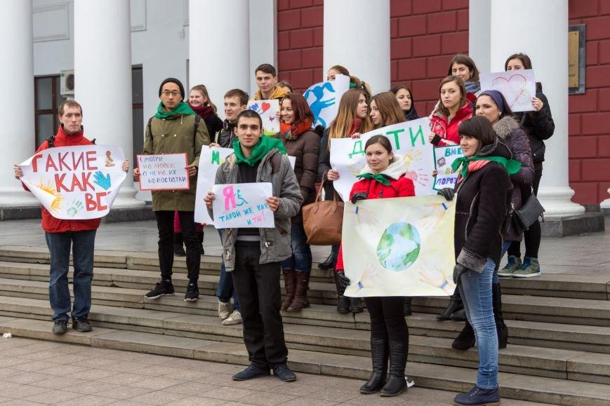 edad3855398468891765354b752e82b6 В Одессе студенты-медики провели мирный митинг у мэрии в преддверии Международного дня инвалидов