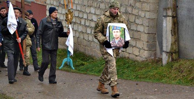 На Буковині поховали кіборга Володимира Бузенко (фото) - фото 1
