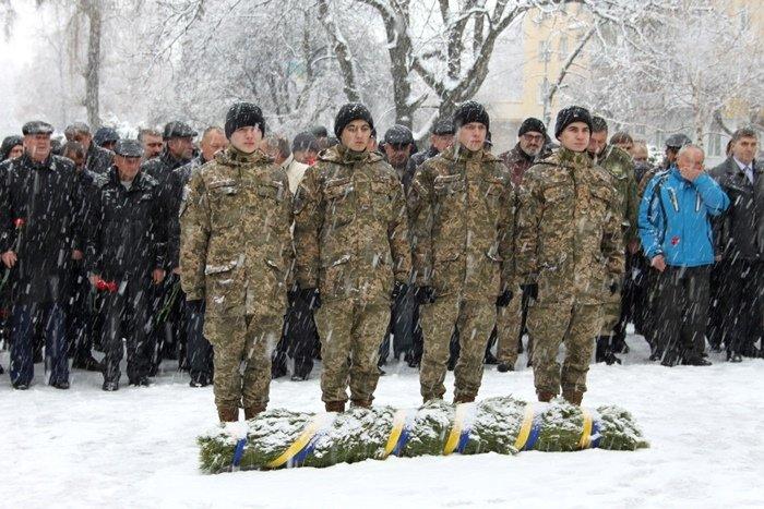 У Житомирі вшанували загиблих воїнів-афганців (фото) - фото 1
