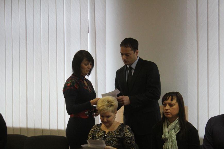 В Днепродзержинске семьям погибших участников АТО вручили ордера на квартиры, фото-4