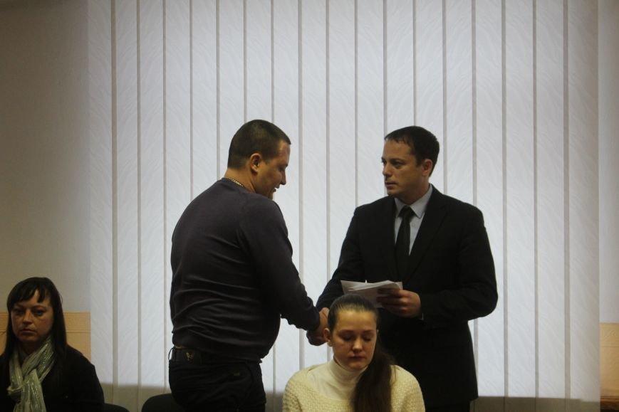 В Днепродзержинске семьям погибших участников АТО вручили ордера на квартиры, фото-5