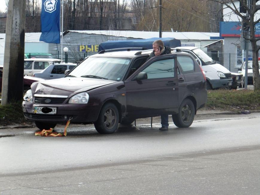 В Кировограде «ВАЗ» выкинул с дороги иномарку. ФОТО (фото) - фото 1