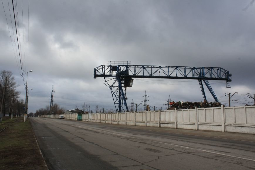 Почему в Днепродзержинске перекрыт участок дороги по улице Днепропетровской, фото-1