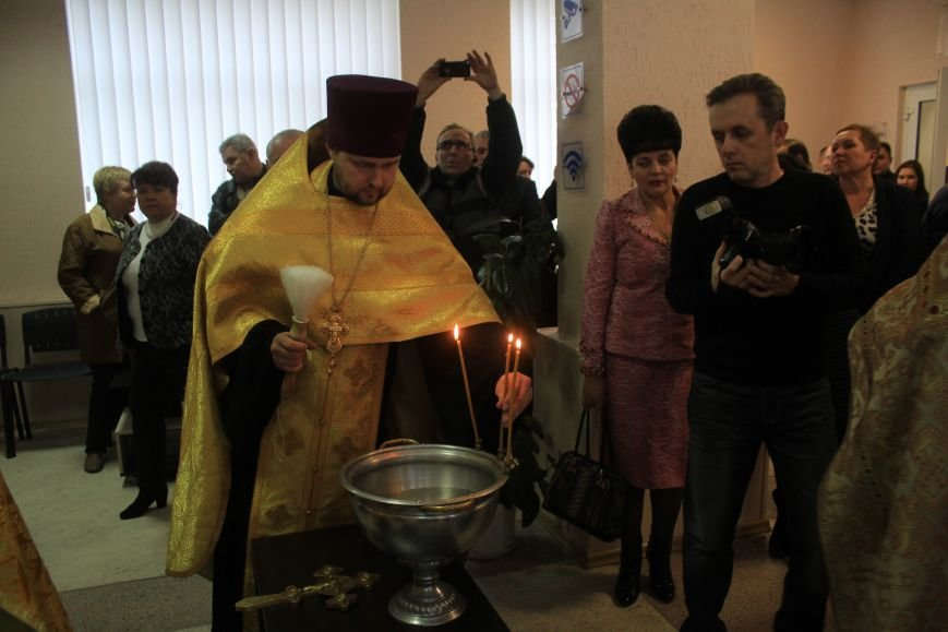 В Днепродзержинске открыли и освятили обновленный Центр предоставления админуслуг, фото-9