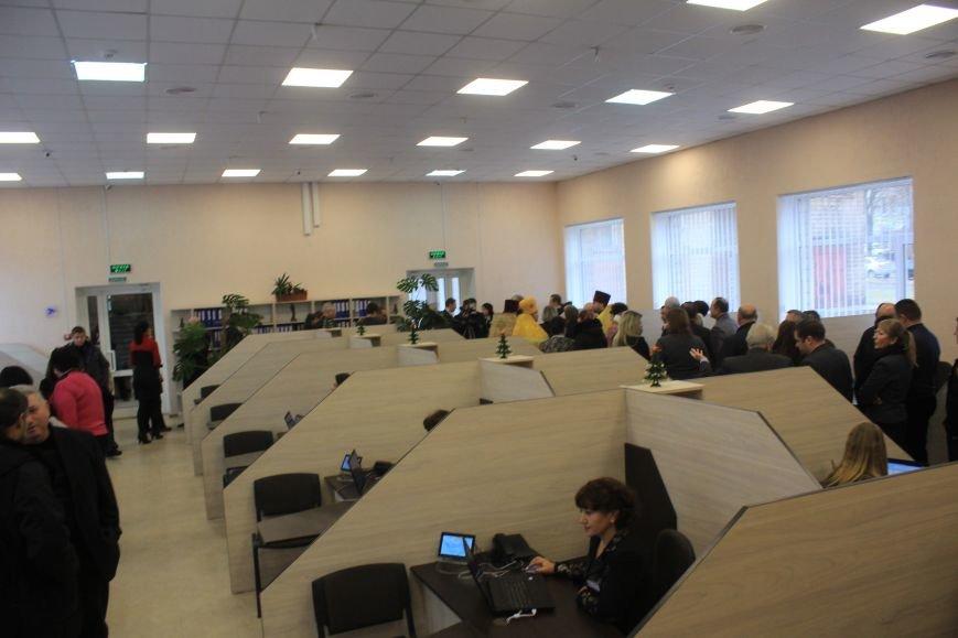 В Днепродзержинске открыли и освятили обновленный Центр предоставления админуслуг, фото-8