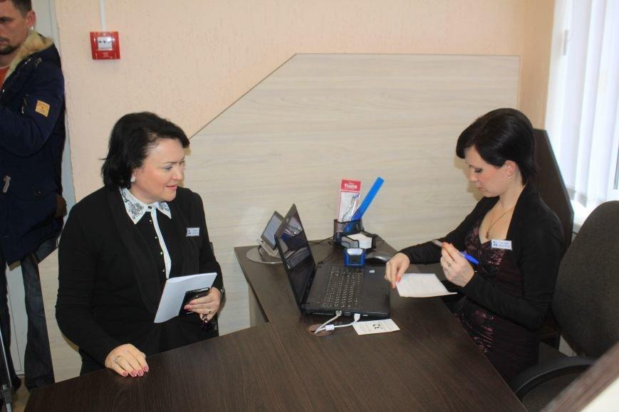 В Днепродзержинске открыли и освятили обновленный Центр предоставления админуслуг, фото-7