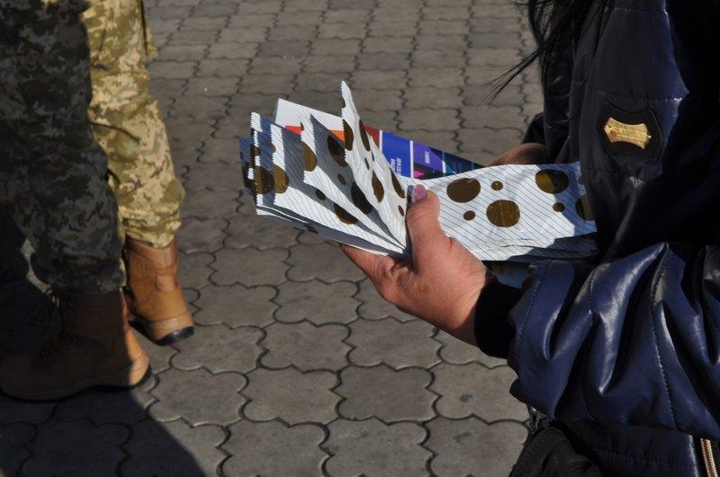 На вокзале Днепропетровска желающие могли пройти экспресс-тест на ВИЧ (ФОТО) (фото) - фото 7