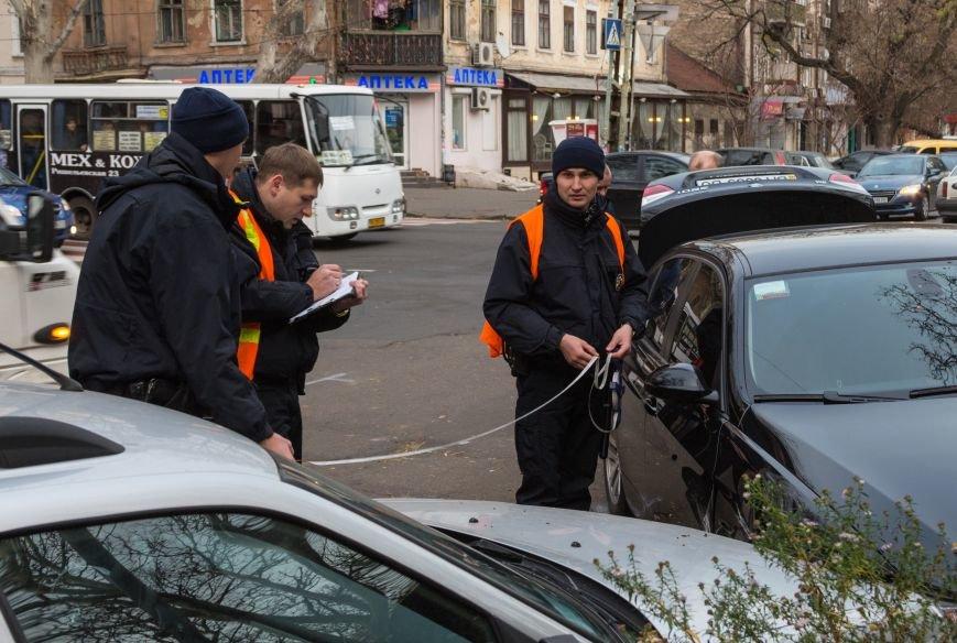 2402597fe8648311cd3626fdc0e279b1 В Одессе новенькая BMW создала тройное ДТП