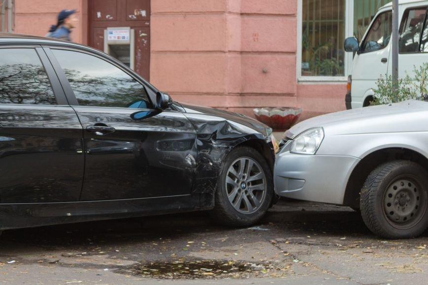 5523c4e34da11ff13cc475d5b79bb6fe В Одессе новенькая BMW создала тройное ДТП