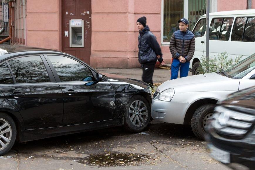 7bb65cd976595e37e38fc07ea9c31981 В Одессе новенькая BMW создала тройное ДТП