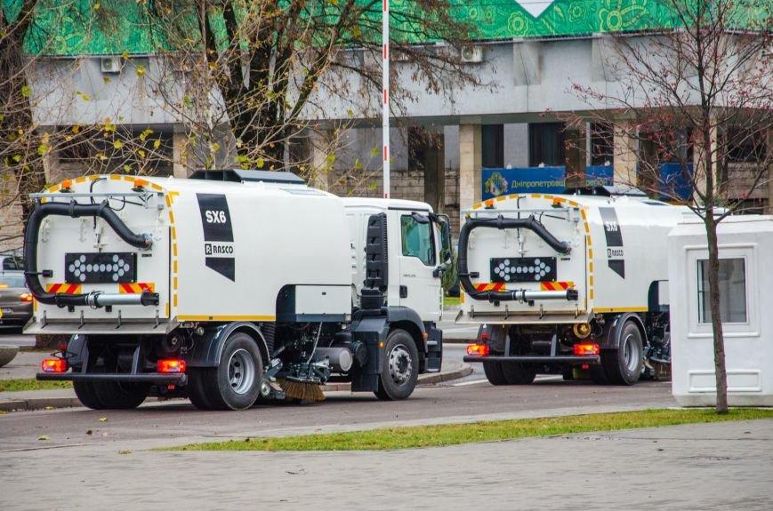Коммунальщикам Днепродзержинска подарили уборочную машину, фото-3