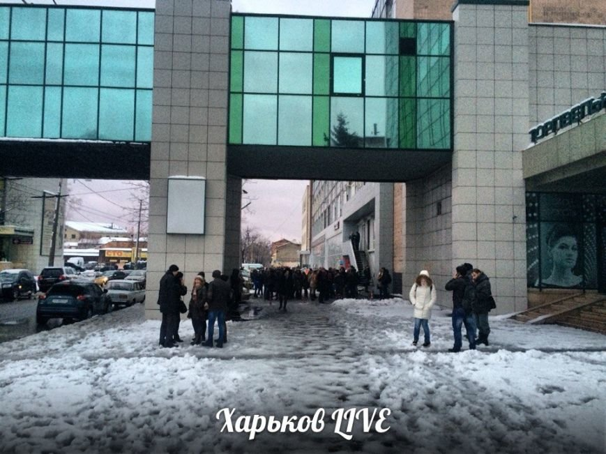 В центре Харькова горит офисное здание (фото) - фото 1