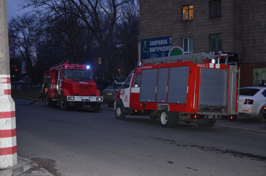 В Мариуполе спасатели тушили пожар в ПГТУ. Спасено 2 студента (ФОТО+ВИДЕО), фото-7