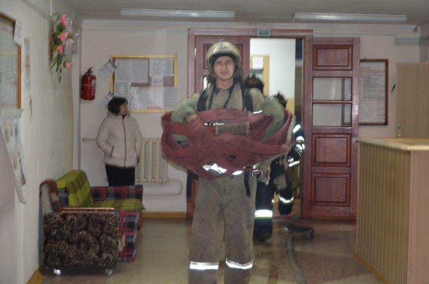 В Мариуполе спасатели тушили пожар в ПГТУ. Спасено 2 студента (ФОТО+ВИДЕО), фото-3
