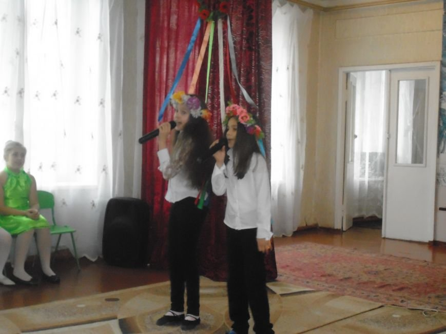 В добропольской школе №7 прошла «Фабрика звезд» (фото) - фото 1