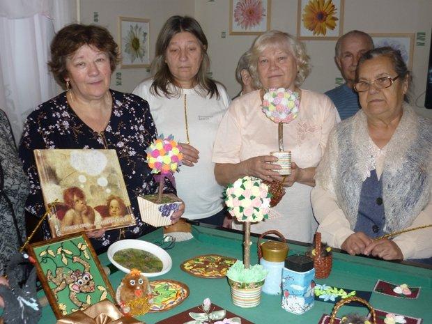 В Полевском Комплексном центре социального обслуживания населения отметили начало Декады инвалидов выставкой. (фото) - фото 1