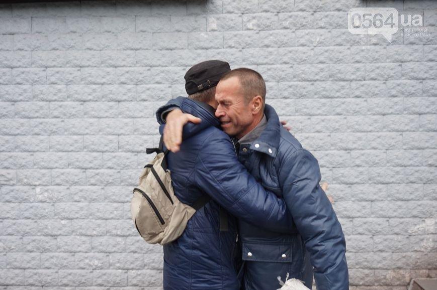В Кривом Роге: из СИЗО освободили бойца «Айдара», задержали «черных металлистов», во время заседания горизбиркома сообщили о «заминировании» (фото) - фото 1