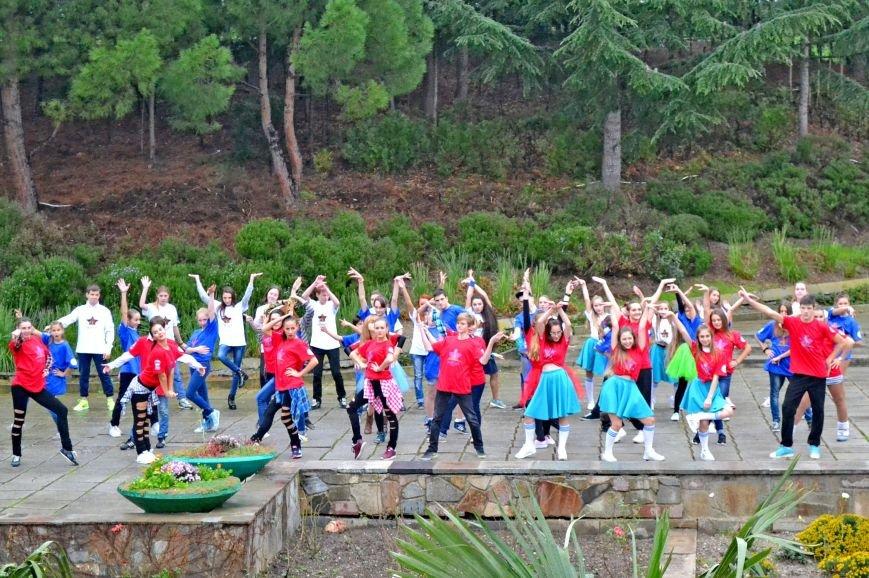 Ялтинские школьники поборолись за звание «лучшая танцевальная команда» (фото) - фото 1