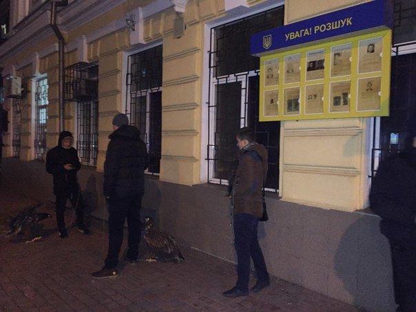 2c1897c230fe51f71864f5abfb1fd1f9 Битва за орлов: одесский «Азов» защищал птиц и от эксплуататоров, и от полиции