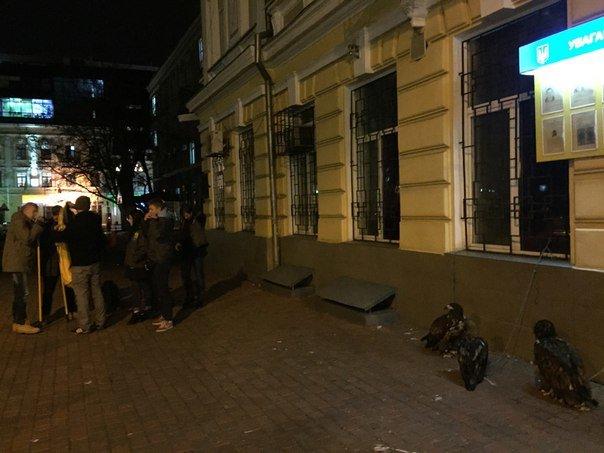37c8001a8dc24f9fa76c3c6dd70e8694 Битва за орлов: одесский «Азов» защищал птиц и от эксплуататоров, и от полиции