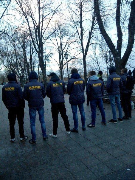 7d576ca287b6dbc6a34a31cfca519ac8 Битва за орлов: одесский «Азов» защищал птиц и от эксплуататоров, и от полиции
