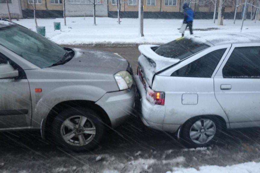 В Белгороде  «Тойота» столкнулась с КамАЗом (фото) - фото 1