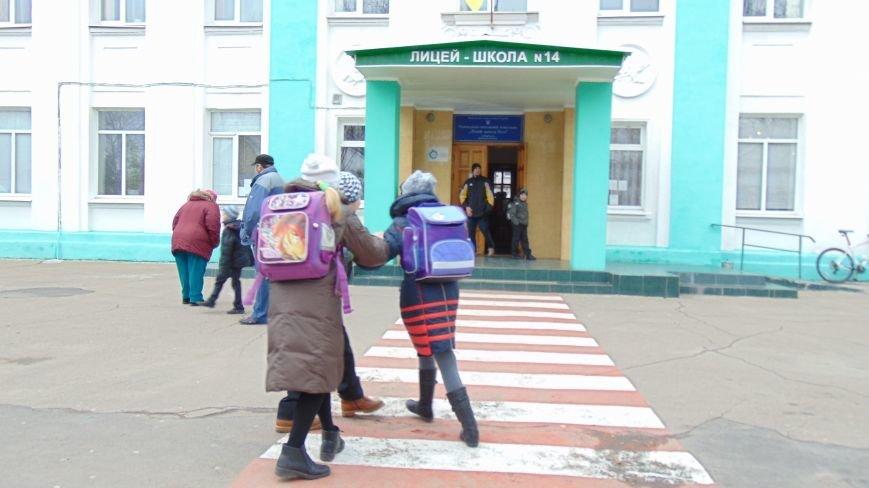 В Мариуполе из-за плохих оценок повесилась школьница (ФОТО+ВИДЕО+ДОПОЛНЕНО) (фото) - фото 3