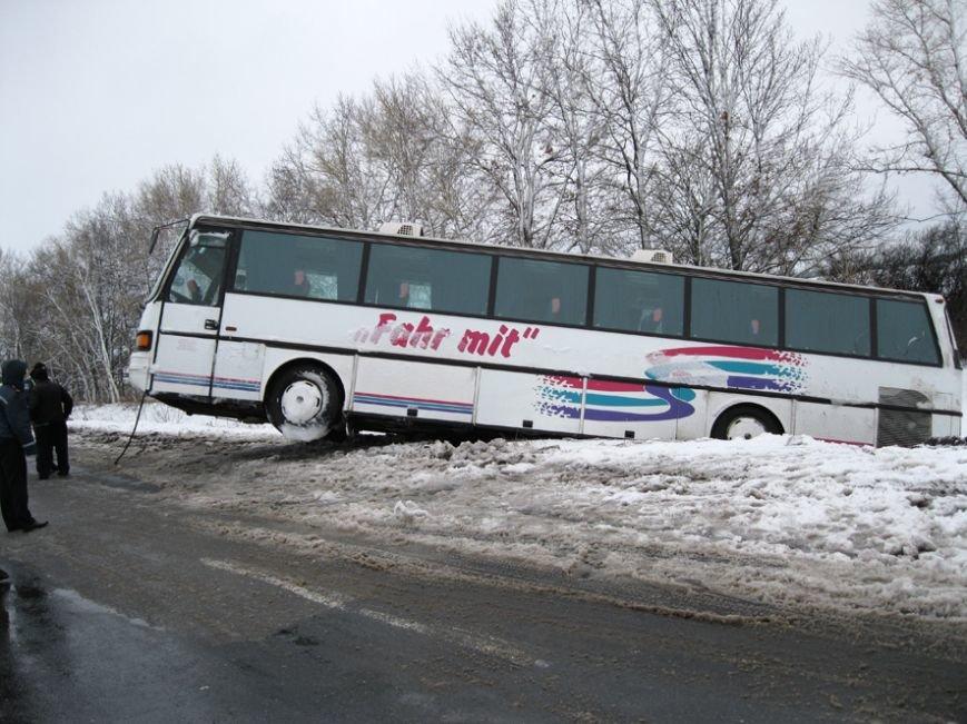 Під Полтавою пасажирський автобус злетів з дороги (ФОТО) (фото) - фото 1