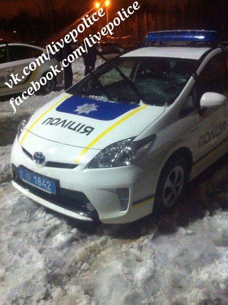 Машина харьковских полицейских пострадала в вчерашней непогоде (ФОТО) (фото) - фото 1