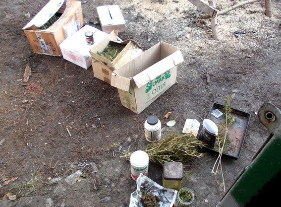 На Полтавщине копы нашли у селянина 6 коробок с марихуаной (ФОТО) (фото) - фото 1