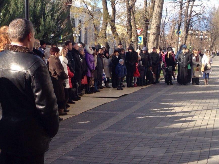 Около 100 симферопольцев собрались в центре города послушать Путина (ФОТО) (фото) - фото 5