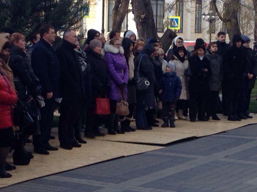 Около 100 симферопольцев собрались в центре города послушать Путина (ФОТО) (фото) - фото 1