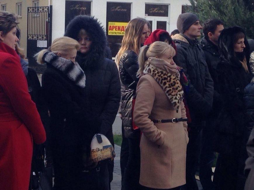 Около 100 симферопольцев собрались в центре города послушать Путина (ФОТО) (фото) - фото 2