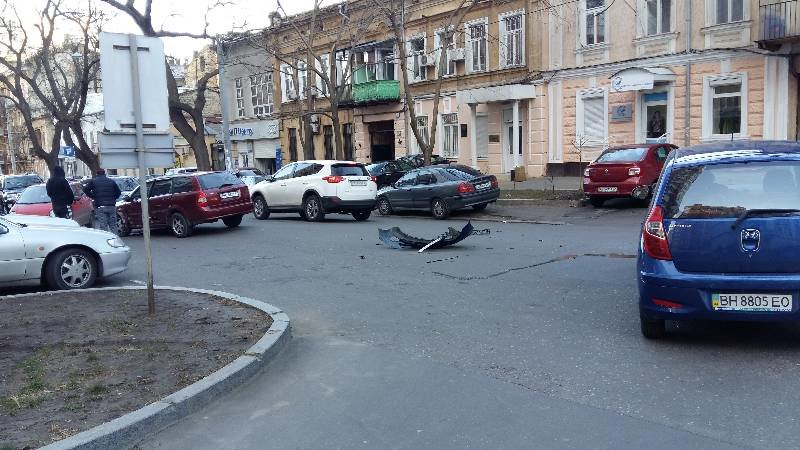 808686864c9d9a4838b3deacb49918dd В центре Одессы случилась глупая авария