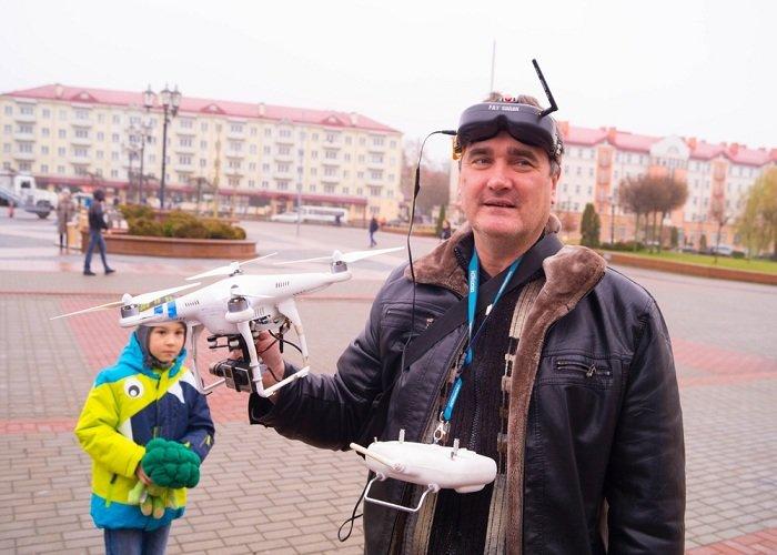 В Гродно на советской площади прошёл необычный флешмоб «Падай руку дапамогі» (фото) - фото 5