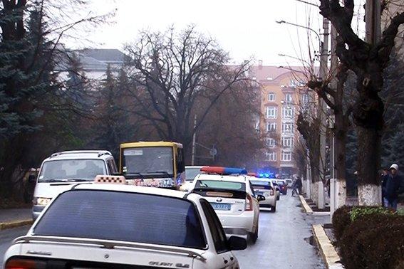 На патрулювання автошляхів Прикарпаття виїхали додаткові екіпажі поліцейських (фото) - фото 1