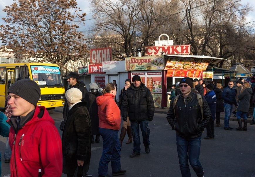 В Одессе около Привоза торговцы заблокировали две дороги, парализовав движение по всему центру (ФОТО, ВИДЕО), фото-1