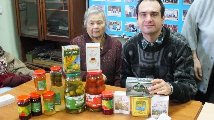 В праздничный день общество инвалидов  посетили представители   компании  «Кубань-Ти» (фото) - фото 1